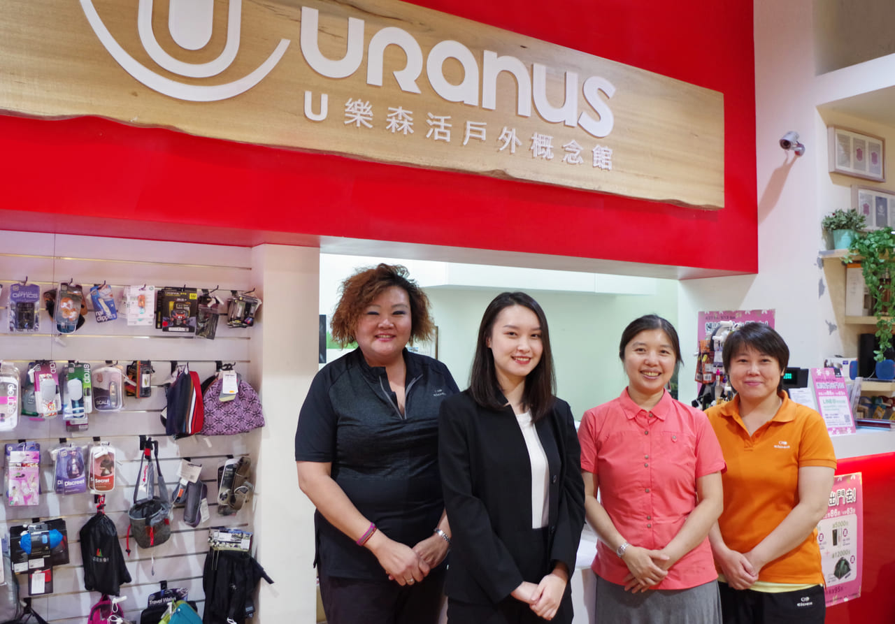 Ü LOHAS Outdoor (From Left) Dong Men Store Ms Lim, TS Cloud Representative, Ms Hiang and Store Manager Yang.