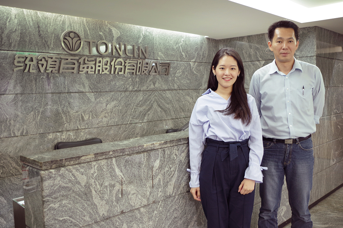 Tonlin department store. From left, representative from TS Cloud, Mr. Li Yuzheng